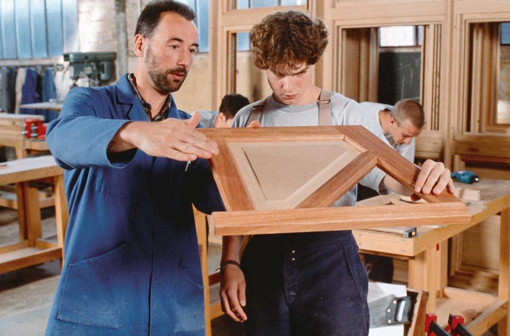 assemblage bois sans vis ni clou assemblage tenon. Black Bedroom Furniture Sets. Home Design Ideas