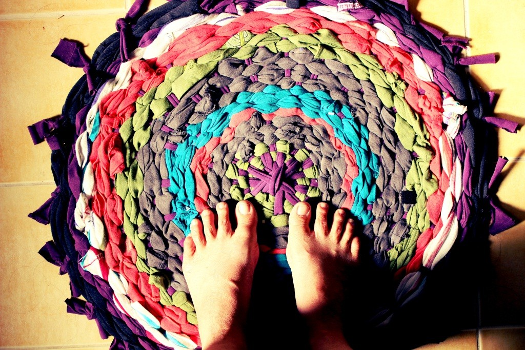 tapis circulaire multicolore