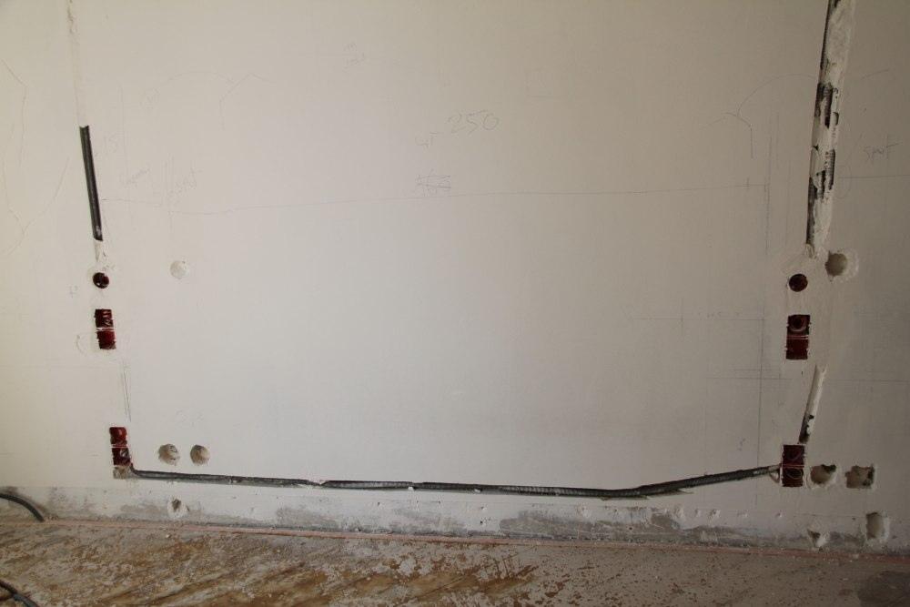 installation de câbles en saignées