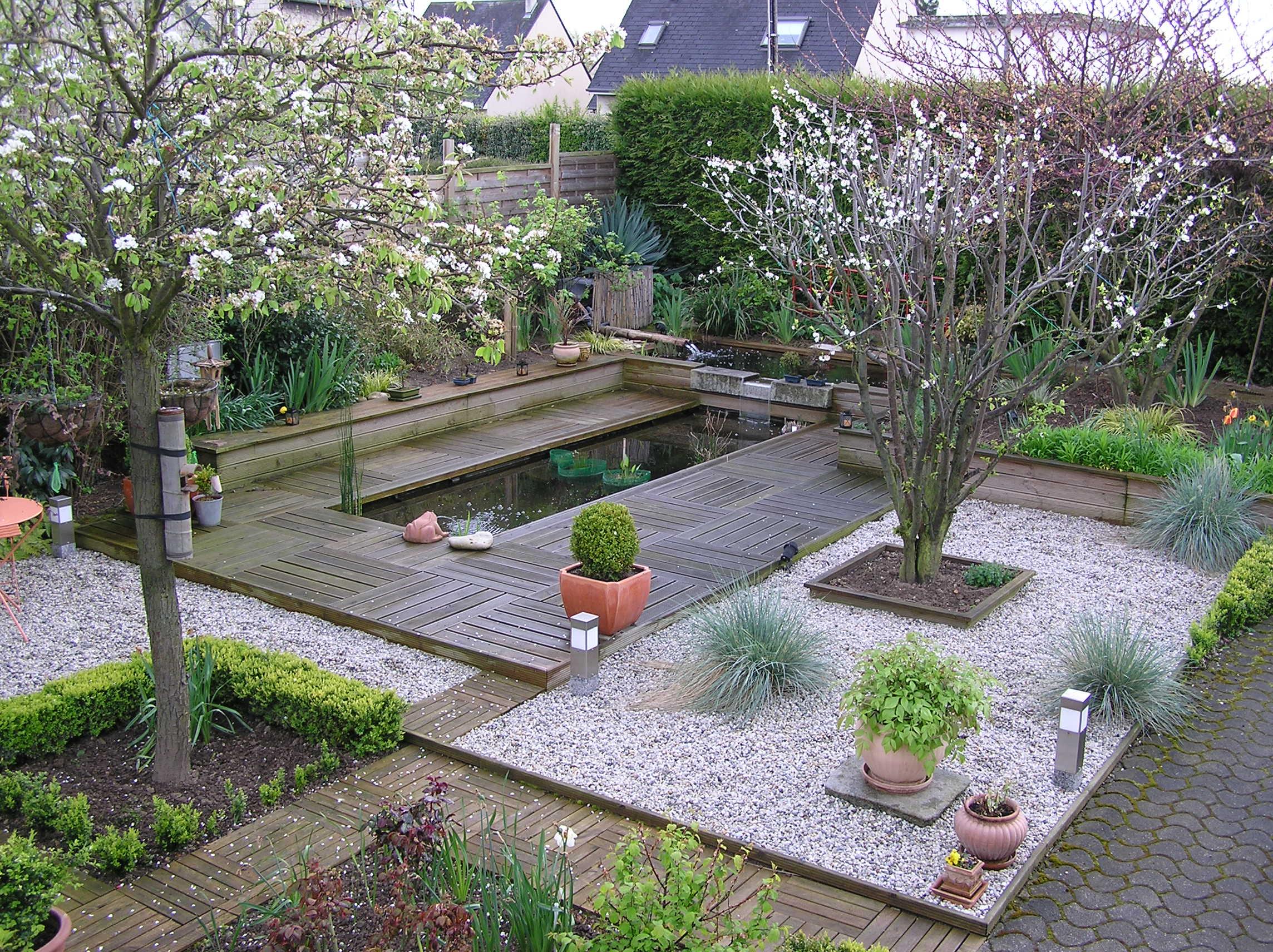 Les secrets pour un jardin paradisiaque astuces bricolage - Point d eau dans le jardin ...