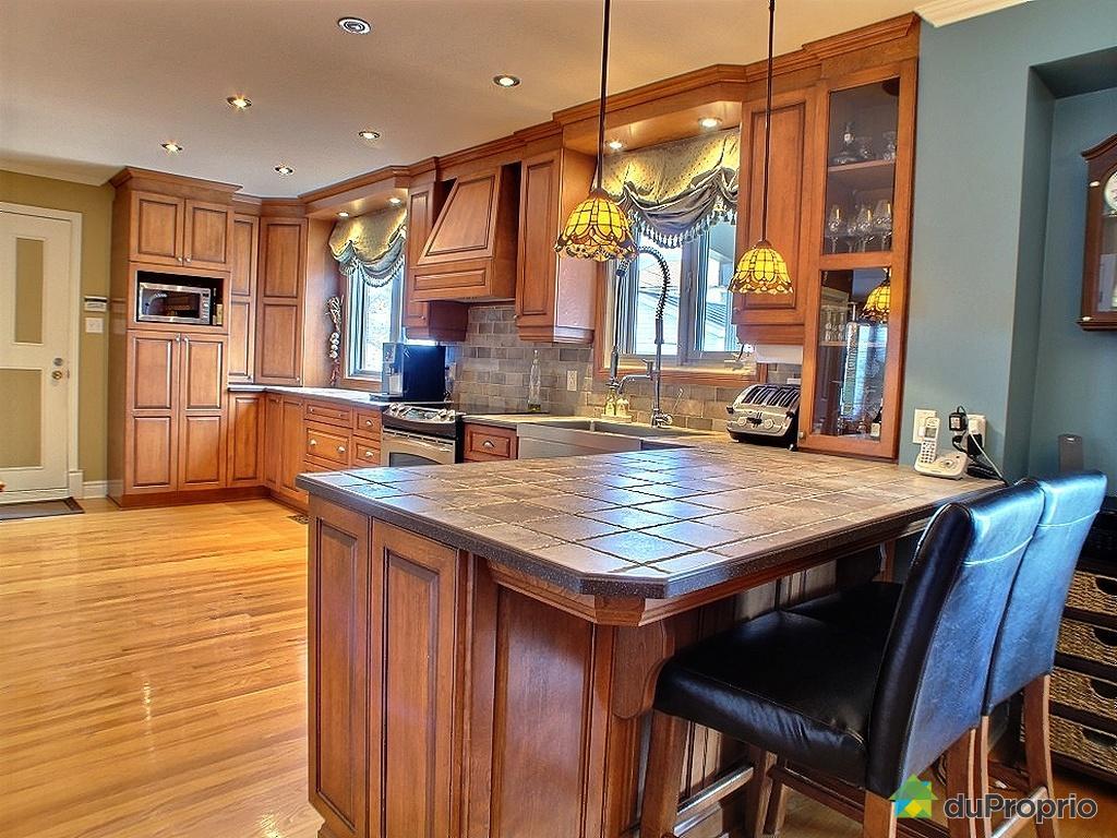 Un comptoir en c ramique pour une cuisine plus chaleureuse for Moulure armoire cuisine
