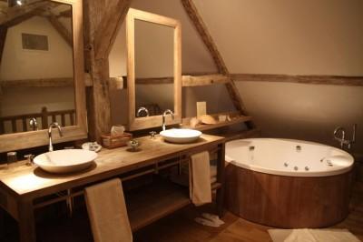 Et pourquoi pas une salle de bain en bois astuces - Traitement bois salle de bain ...