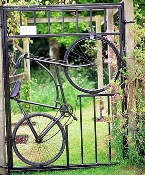 8 id es pour recycler un vieux v lo astuces bricolage for Decoration jardin velo