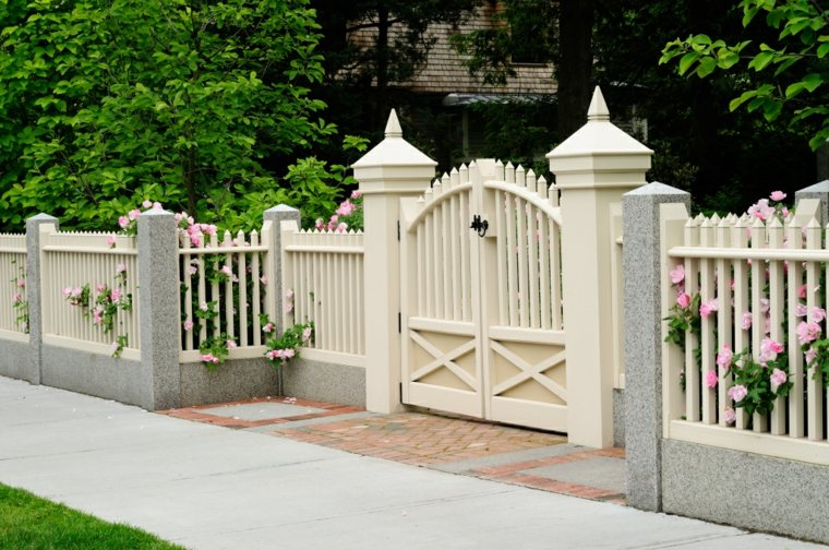 comment choisir les mat riaux ad quats pour le portail de votre jardin astuces bricolage. Black Bedroom Furniture Sets. Home Design Ideas
