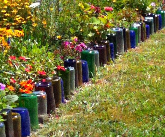 Des id es originales de bordures de jardin astuces bricolage - Deco jardin recyclage ...