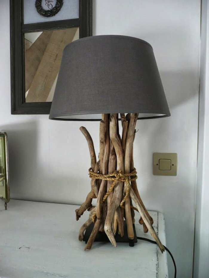 10 Modèles de lampadaire crées avec du bois flotté