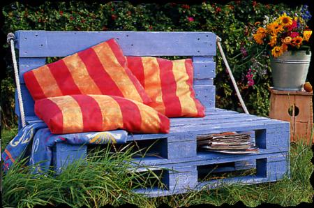 Des bancs de jardin cr es avec des objets r cup r s - Astuce bricolage jardin ...