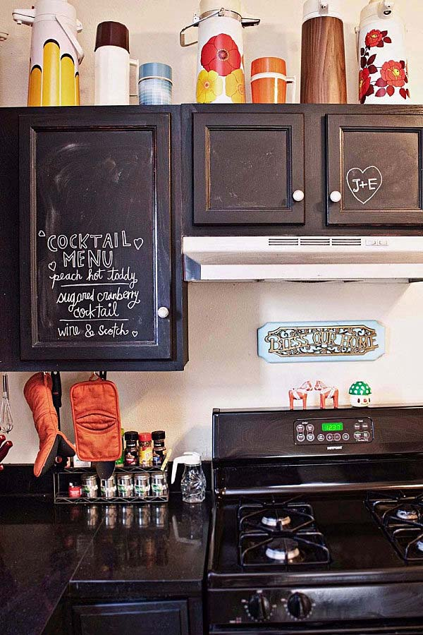 chalkboard-on-kitchen-03