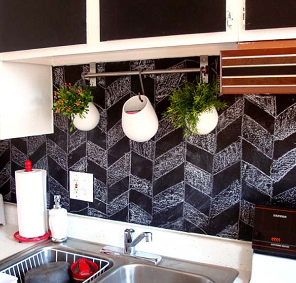 chalkboard-on-kitchen-10