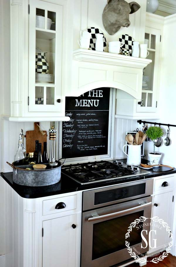 chalkboard-on-kitchen-19