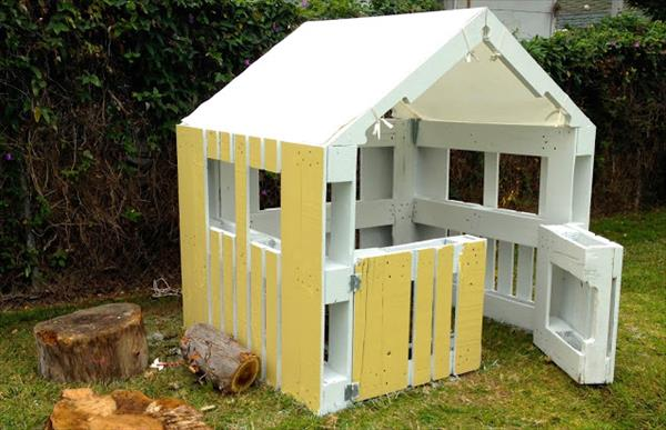 diy 5 tapes pour la fabrication d 39 une cabane avec des palettes en bois astuces bricolage. Black Bedroom Furniture Sets. Home Design Ideas