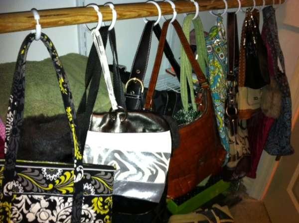 Des astuces pour le rangement de vos sacs main astuces - Astuce rangement sac a main ...
