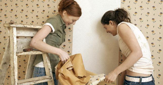 Des astuces pour d coller le papier peint astuces bricolage - Decoller papier peint astuce ...