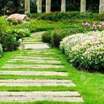 Étapes pour la création d'un chemin paysager dans votre jardin!