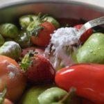 Astuces simples pour éliminer les pesticides de vos fruits et légumes!