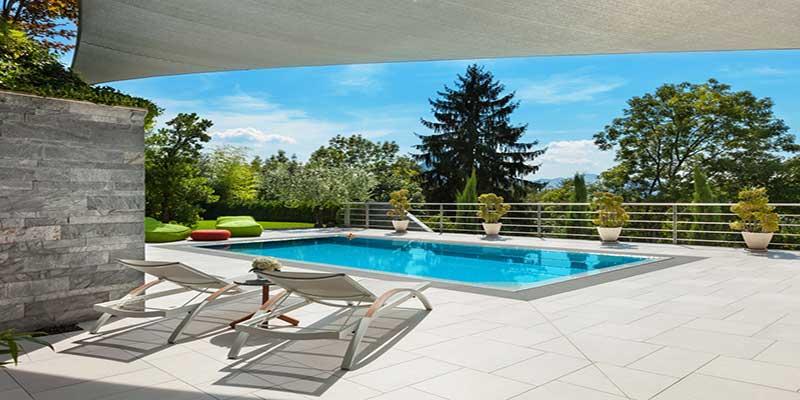 veranda piscine jardin