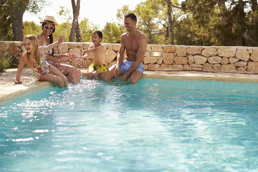 outils nettoyage piscine